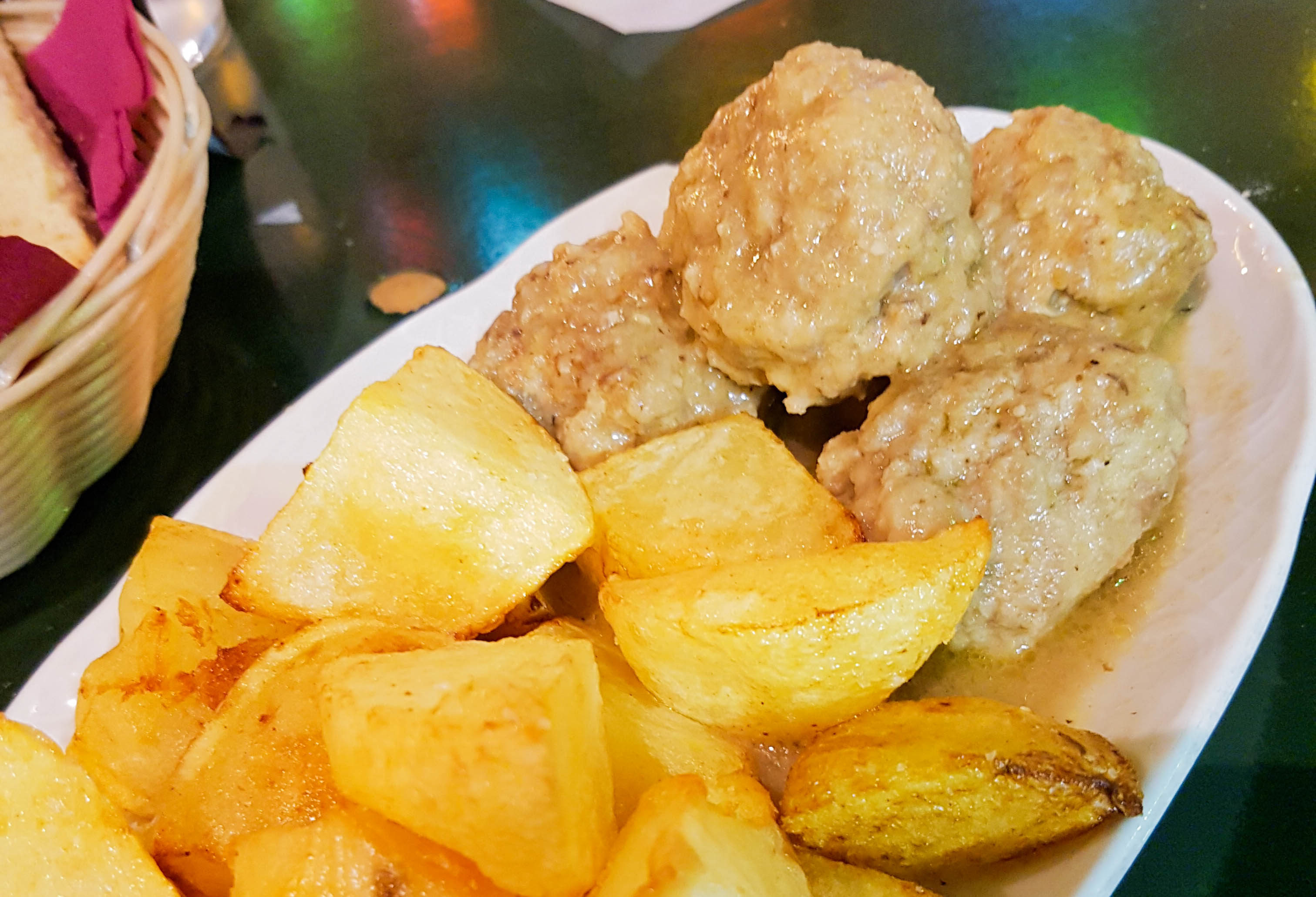 Tapas essen in Spanien: Albondigas