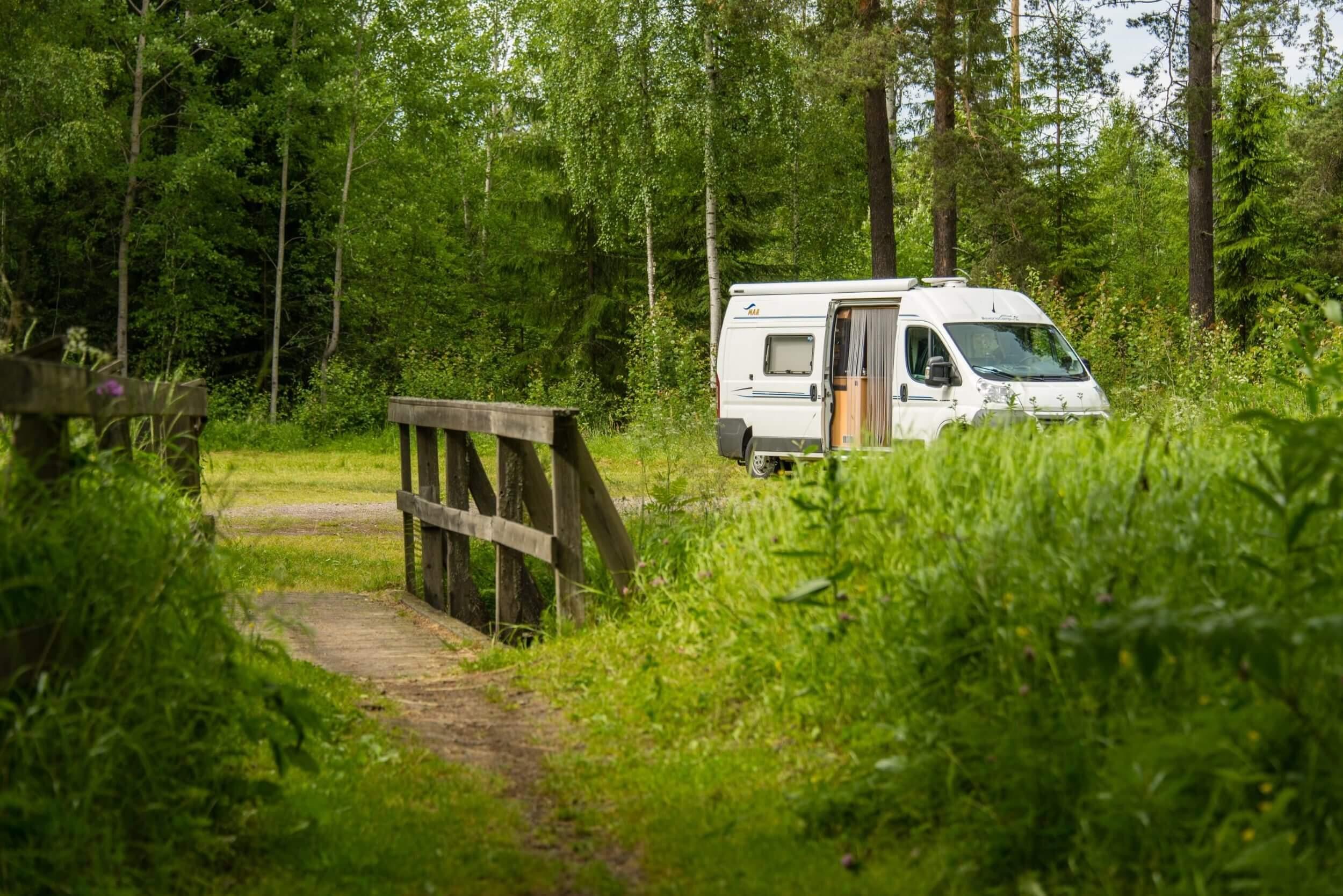Camper im Wald