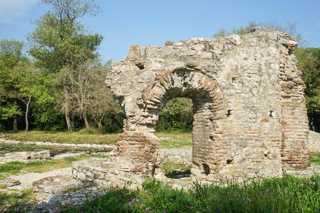 Steinfenster, Ruinenstadt Butrint Albanien Reisen
