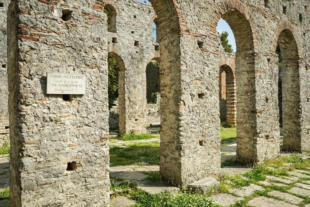 Steinerne Bögen, Ruinenstadt Butrint Albanien Reisen