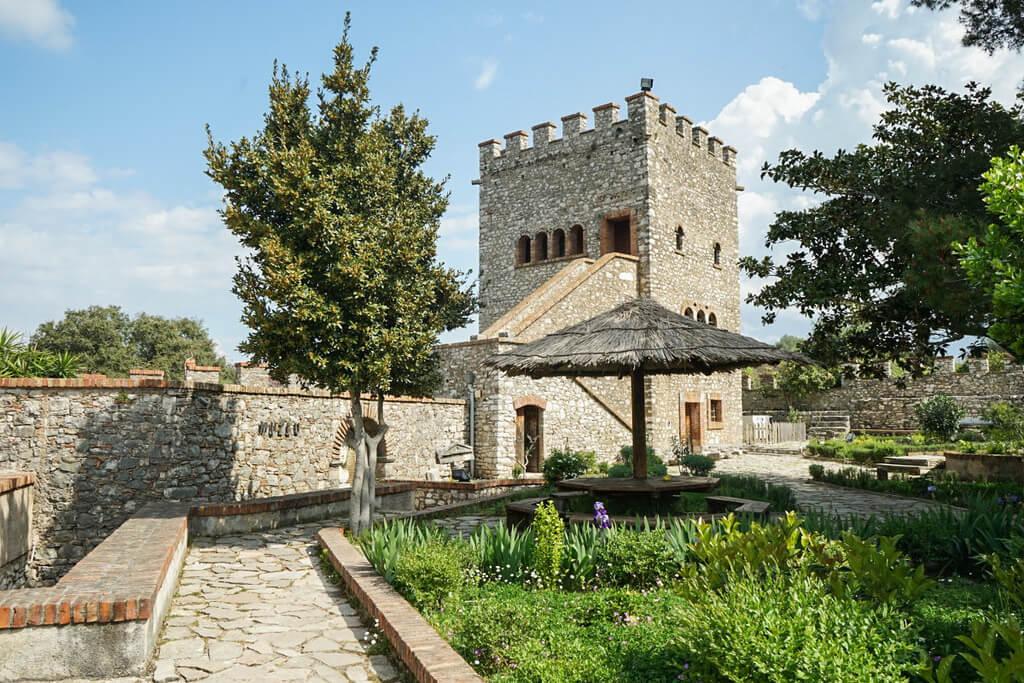 Eckige Burg mit Innenhof, Ruinenstadt Butrint Albanien Reisen