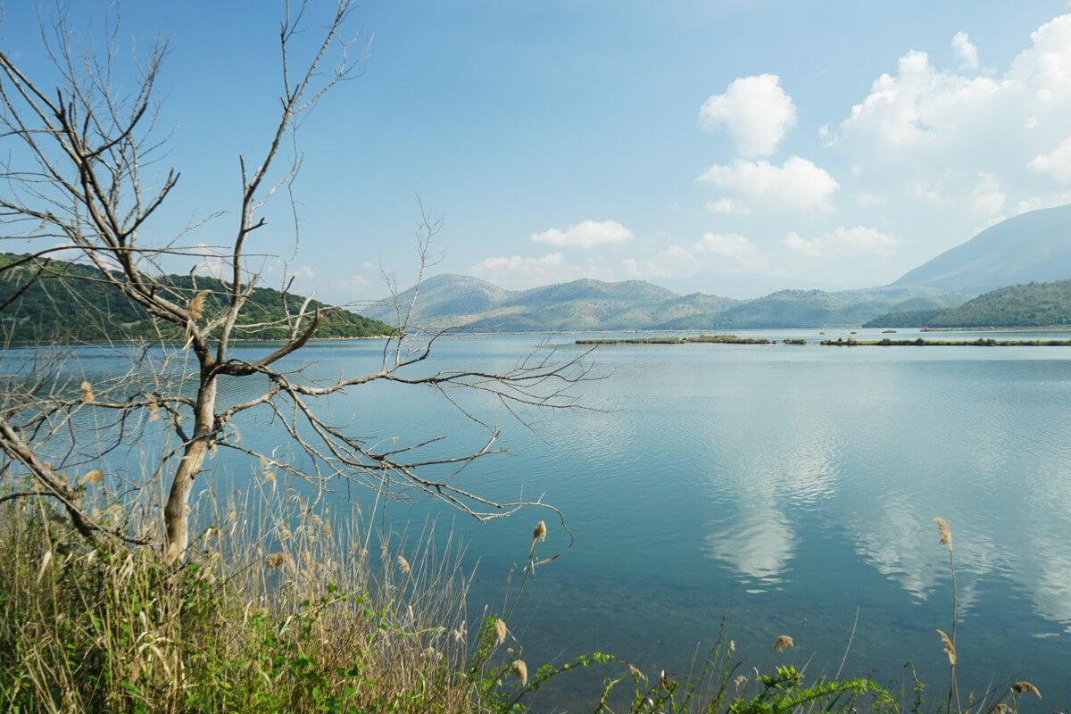 See, Wolken, Hügel, Ruinenstadt Butrint Albanien Reisen