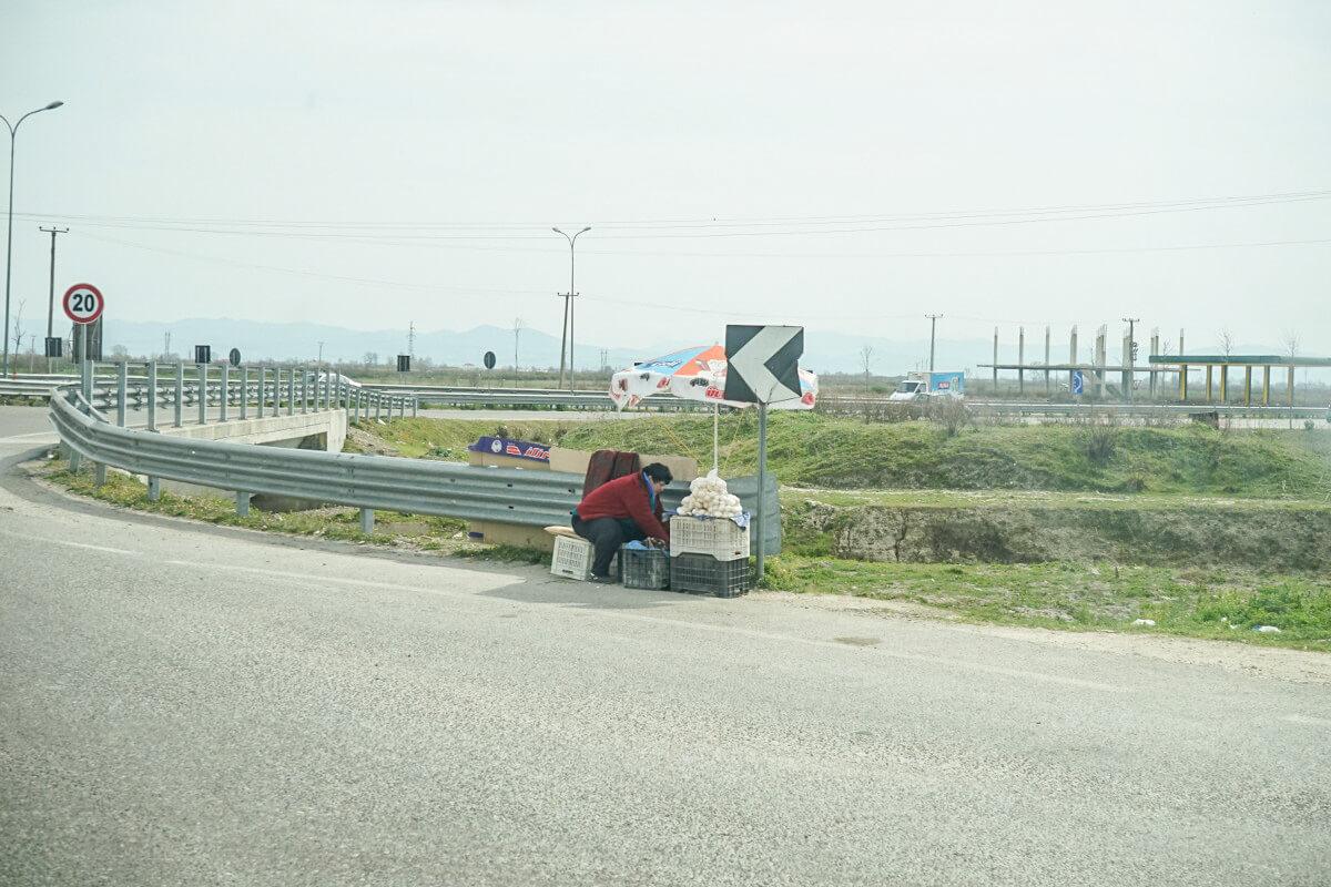 Reisen in Albanien, Strassenverkauf