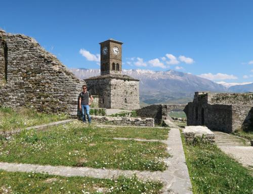Gjirokaster UNESCO Stadt mitten in den Bergen