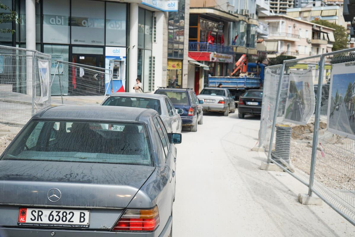 5 Autos 5 Mercedes - Albanien Reisen