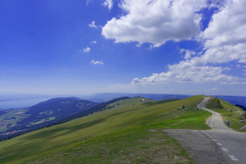 Oberster Punkt mit Blick in die Ebene - Wandern in der Schweiz / Kurztrip