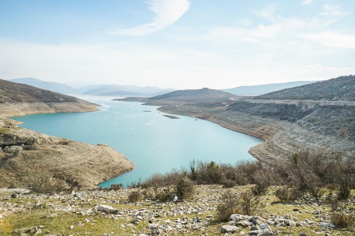 Türkisfarbener See.