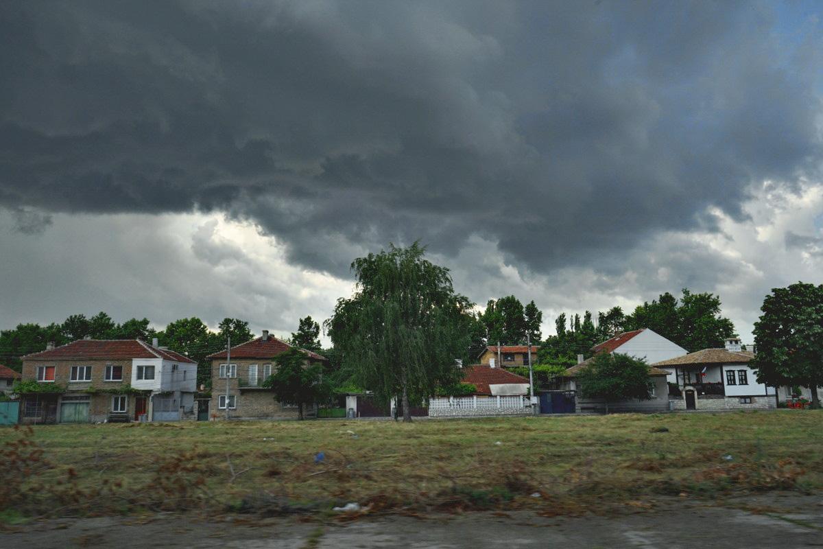 Gewitter in Bulgarien - schwarzer Himmel