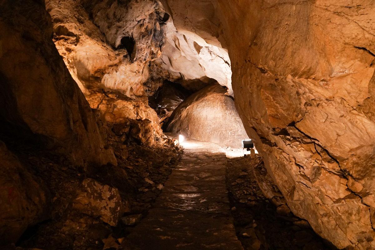 Gaenge in der Magura Höhle, Bulgarien erleben
