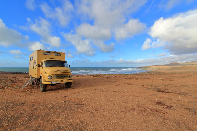 Wohnmobil im Sand