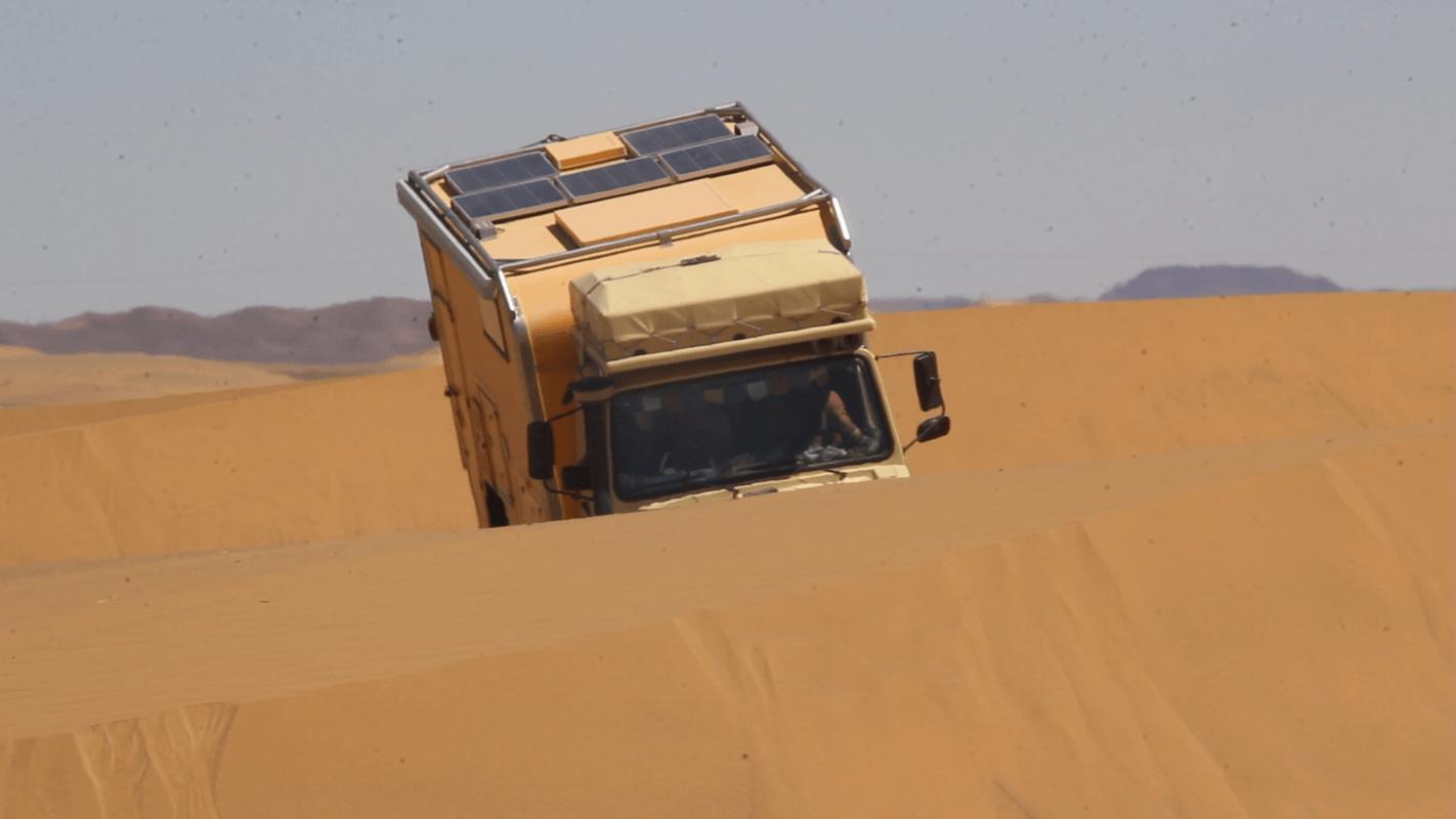 Unimogi in der Wüste
