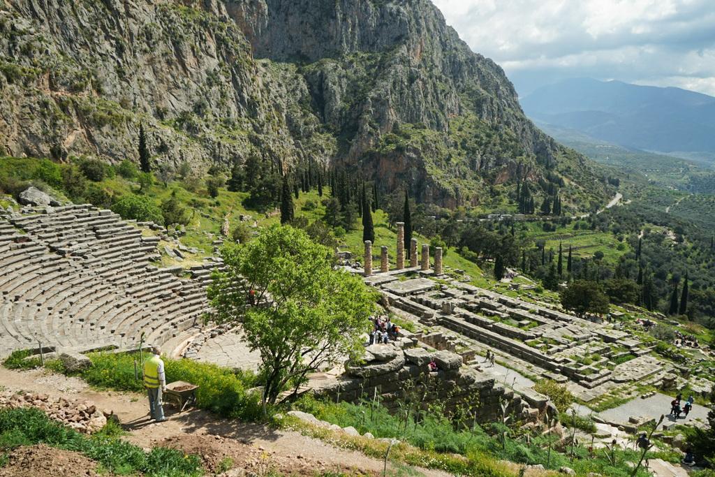 Berge, Wälder, Ruinenstadt - Delphi