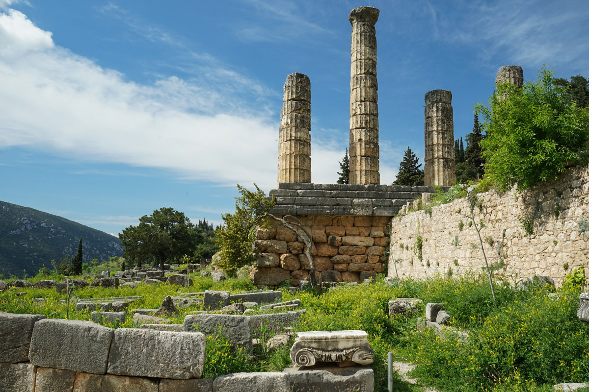 Säulen ranken gen Himmel, Tempel des Zeus, Delphi
