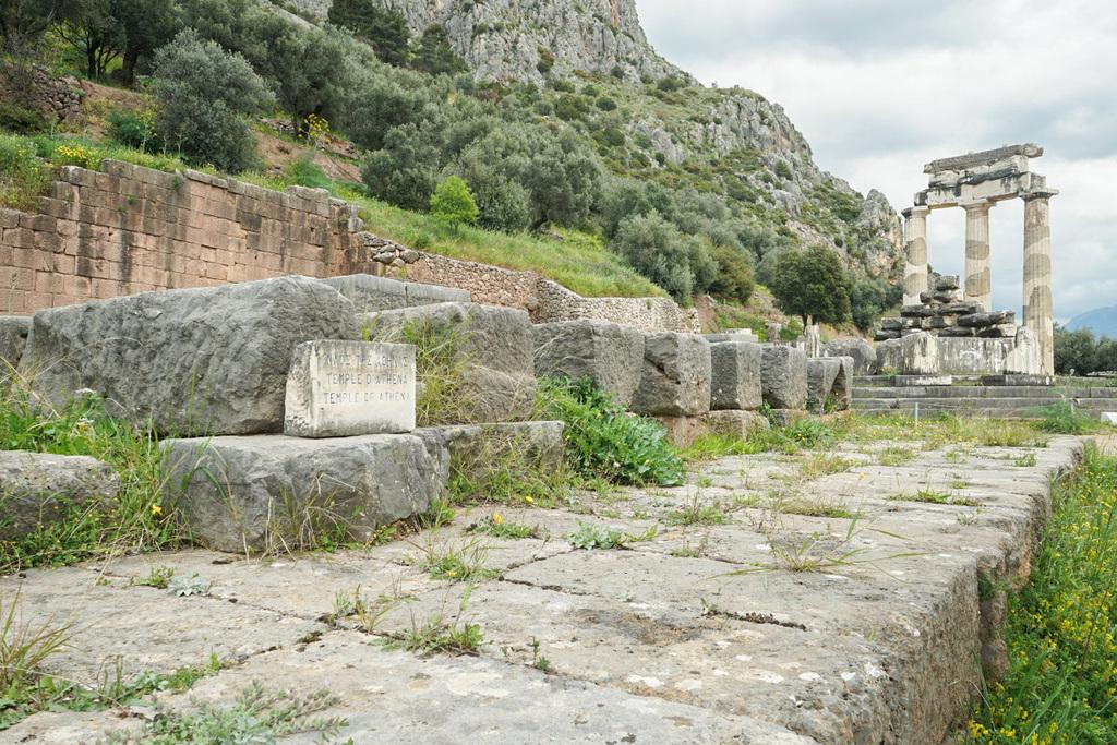 Säulenkreis, Felsbrocken - Delphi