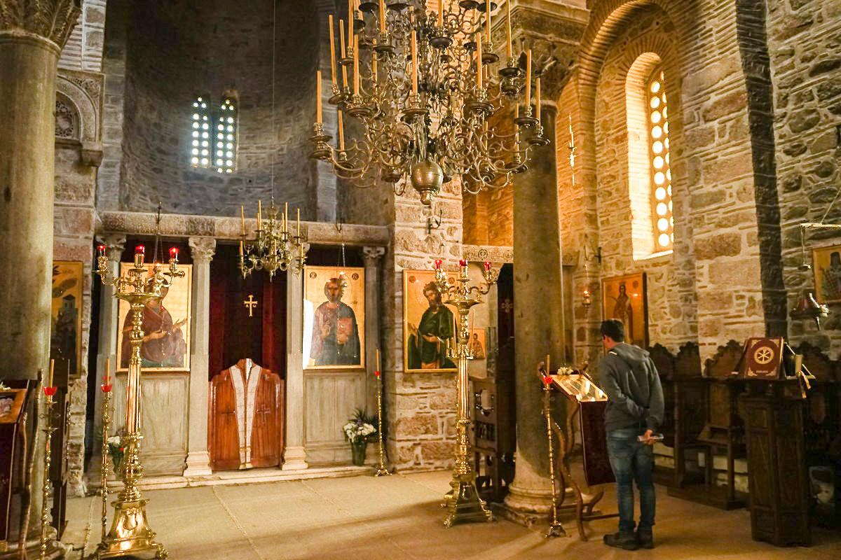 Kerzenleuchter, Bilder, hohe Räume - stilvolle Kirche, Hosios Loukas