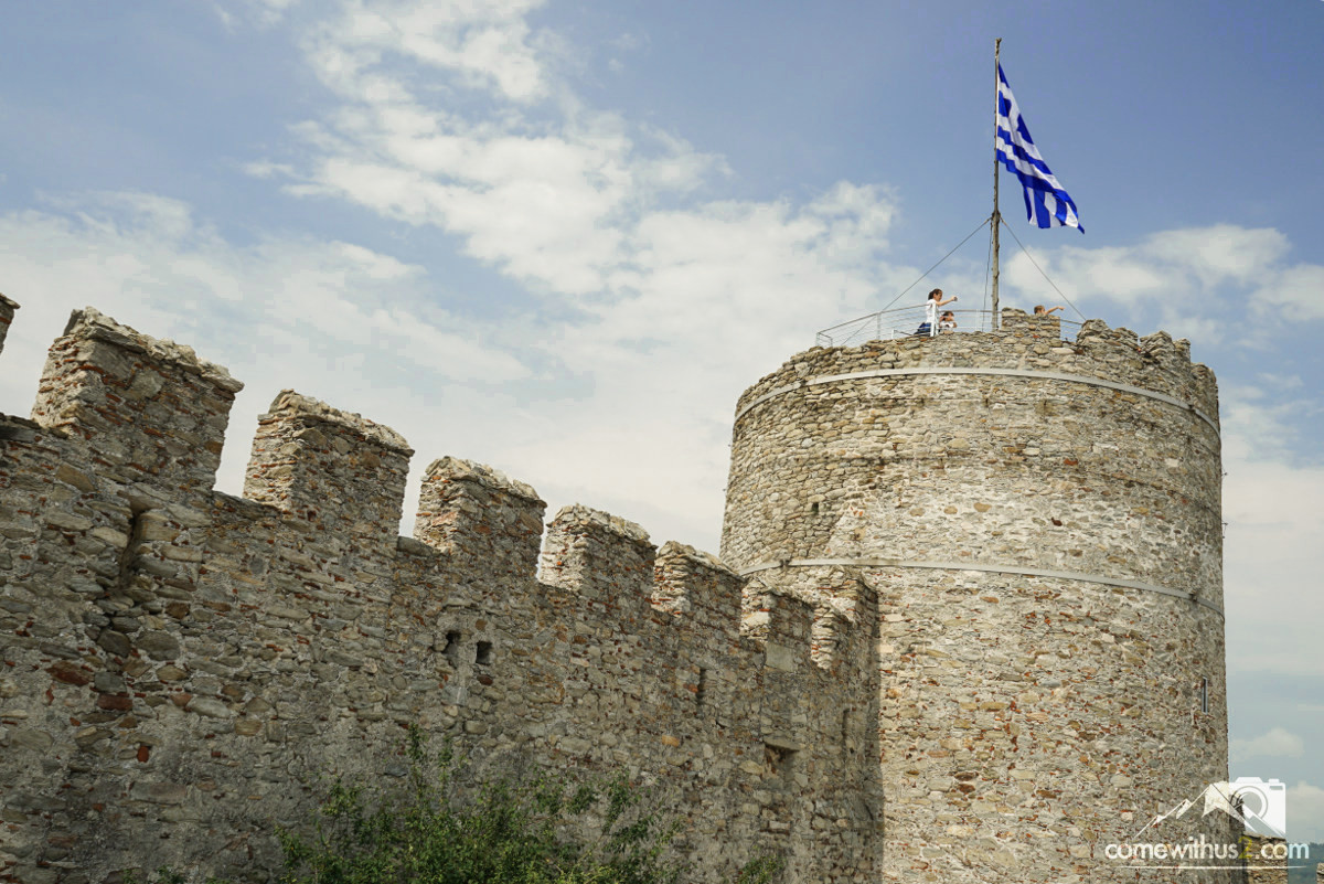 Burg von Kavala, bester Blick auf Kavala, griechische Flagge - Sehenswürdigkeiten in Kavala