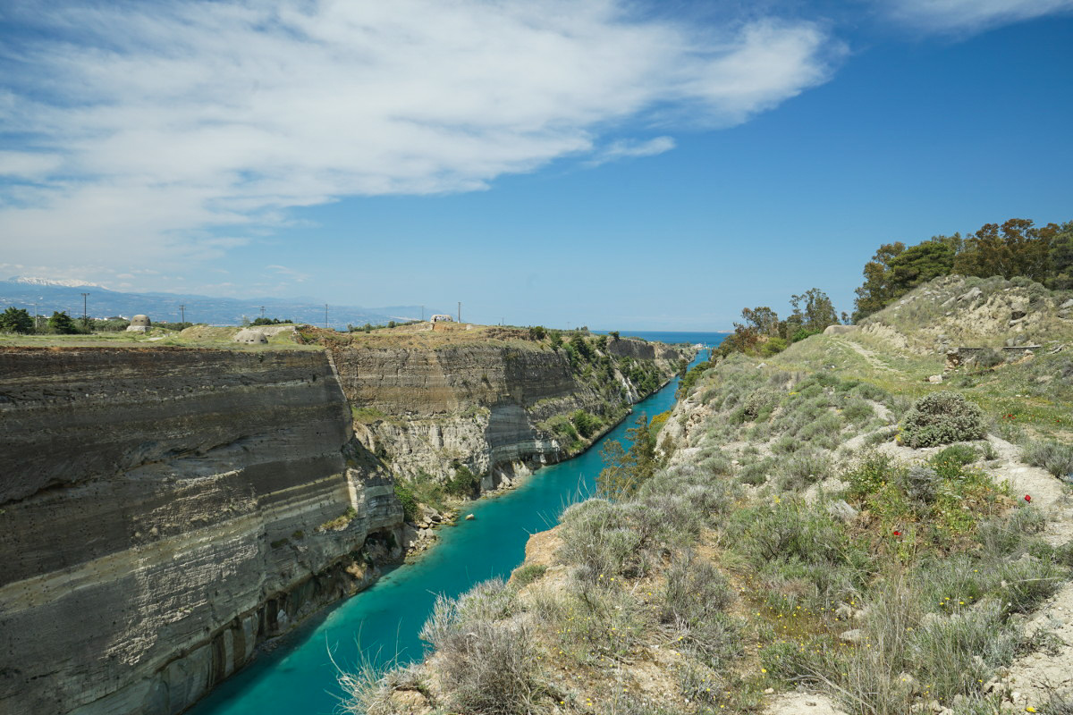 Kanal, hohe Felswände - Korinth