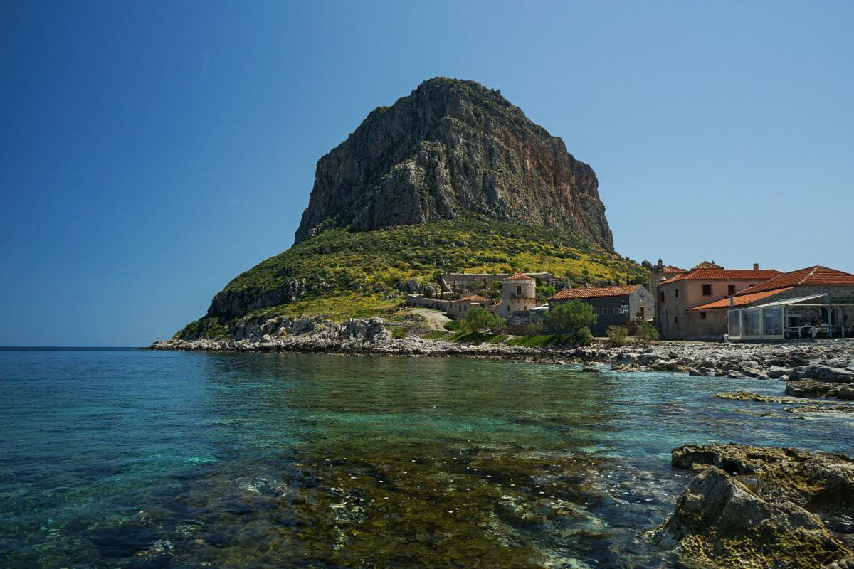 Felsen aus Insel, türkis Meer - Monemvasia besichtigen