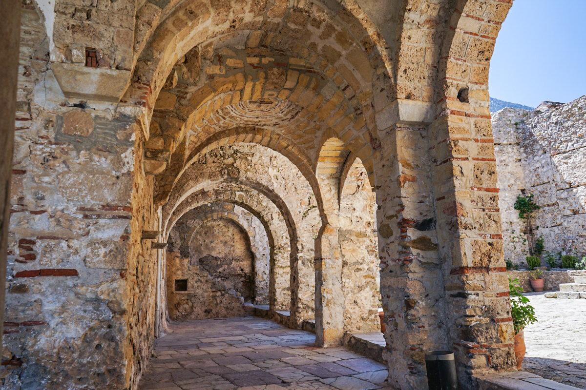 Steinerne Torbögen, Mystras besichtigen, Sehenswürdigkeiten Griechenland