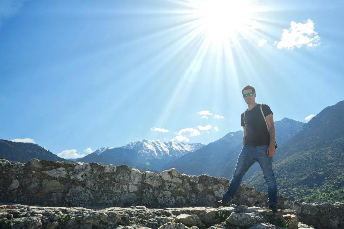 Schnee auf Bergen im Hintergrund, Mystras