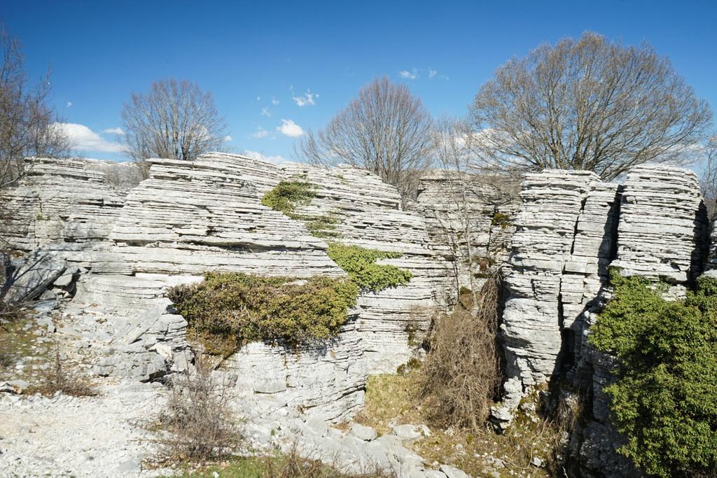 Geschichtete Steinsformationen, Vikos Schlucht, Vikos Canyon, Geheimtipps Griechenland