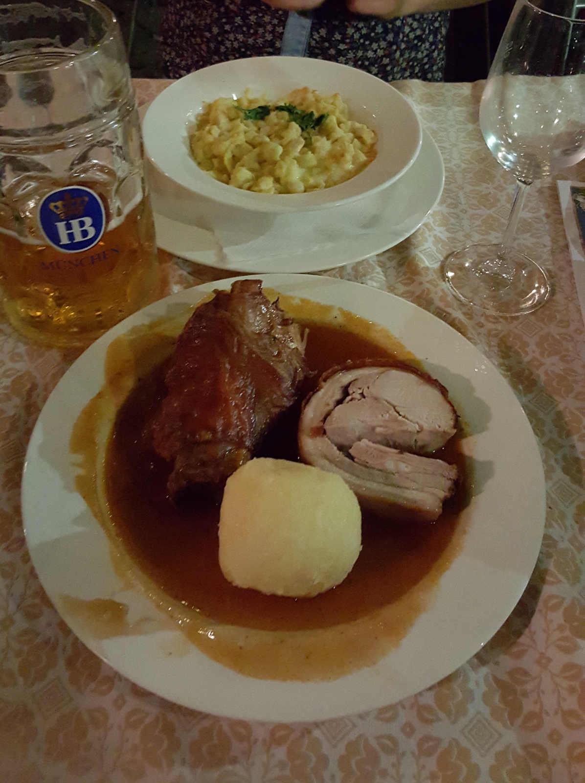 Abendessen im Hofbräuhaus während Kurzaufenthalt in München