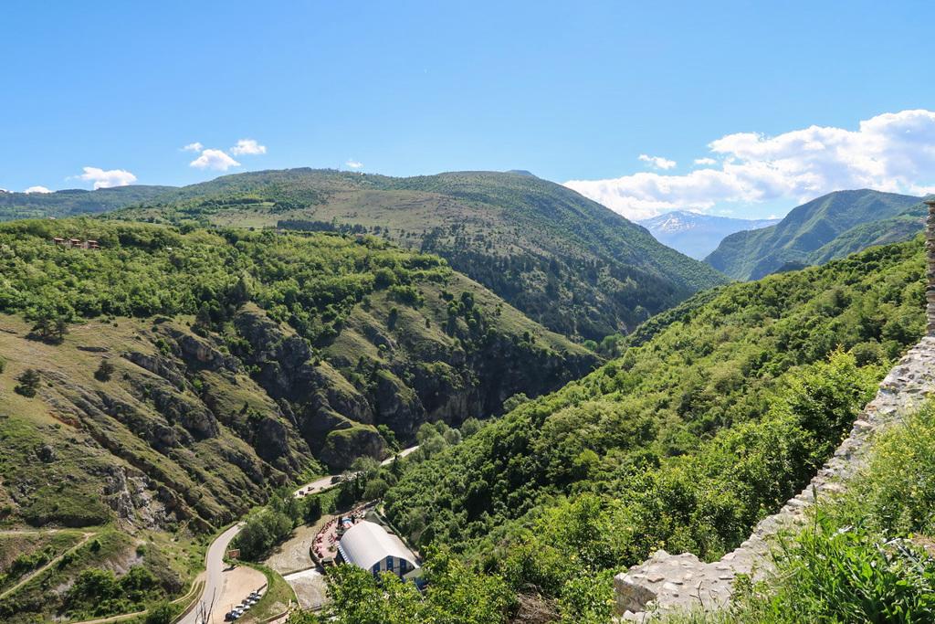 Enge Täler, grüne Hügel - das ist der Kosovo