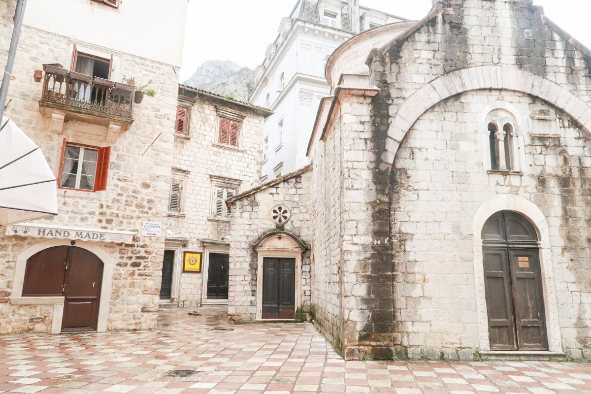 Steinhäuser, Ecken und Vorsprünge, Kotor, Montenegro