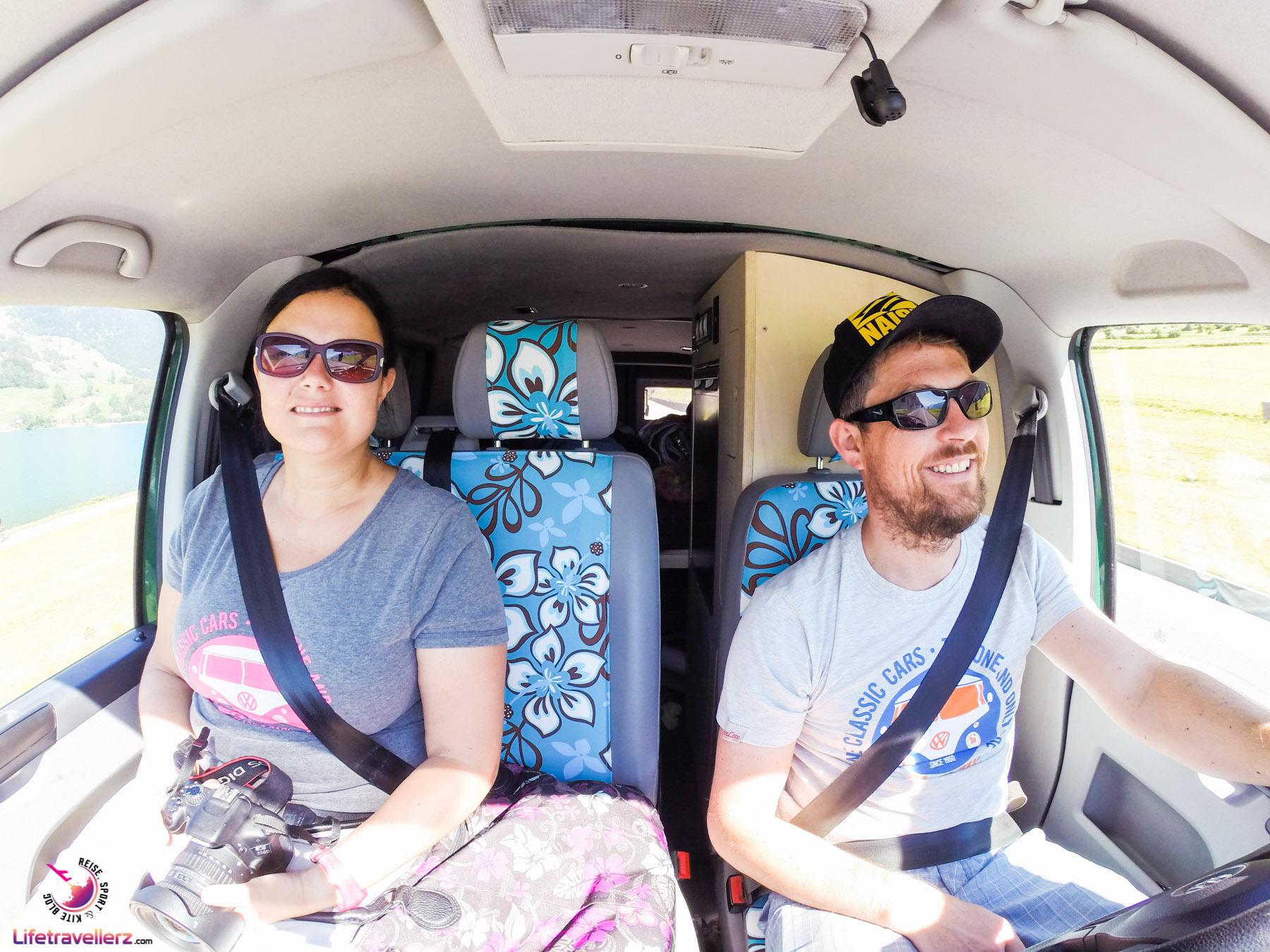 Camper beim Autofahren