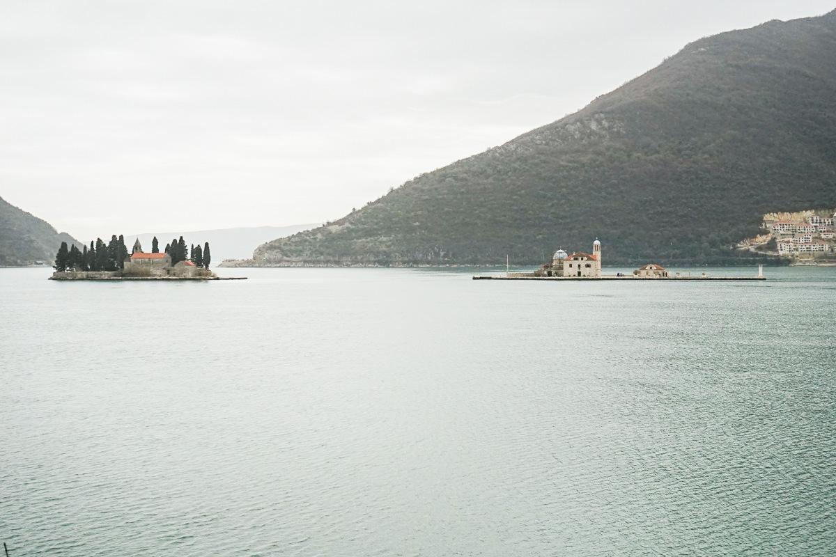 Zwei Inseln Gospa od Škrpjela und Sveti Đorđe - Bucht von Kotor - Montenegro