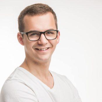 Portrait Florian Roost (junger Mann mit Brille)