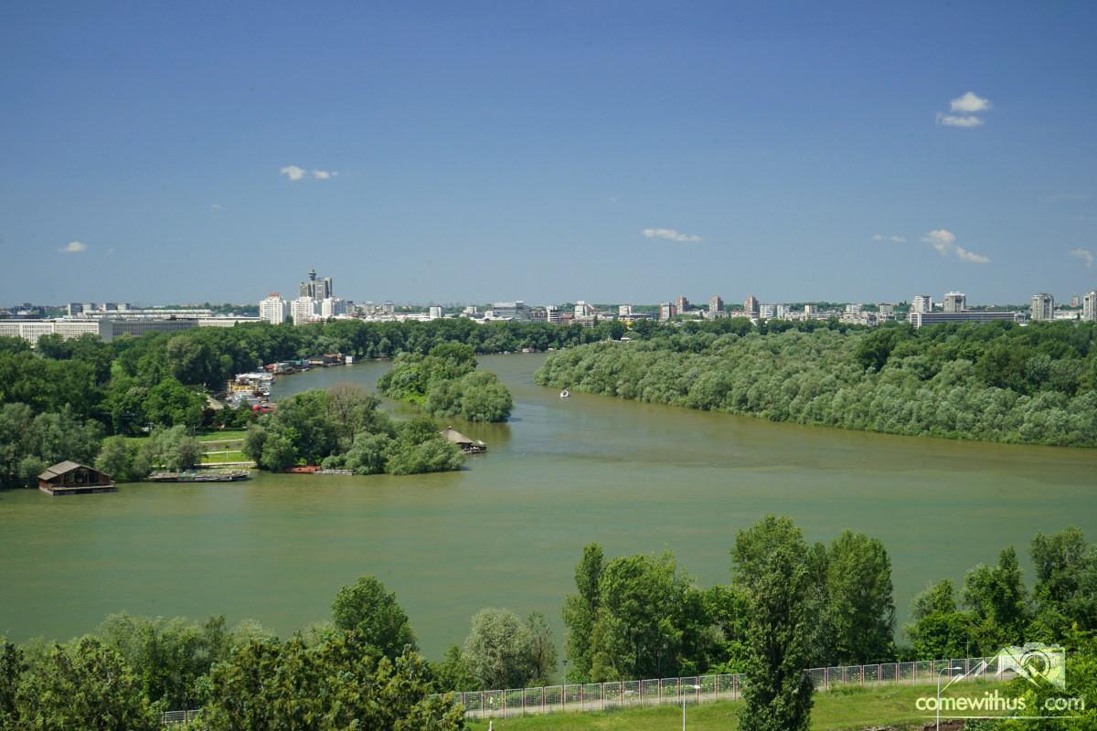 Save fliesst in Donau, Aussicht Festung Belgrad