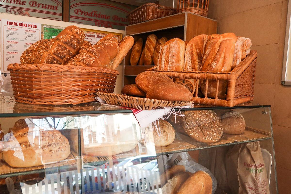 Bäckerei, viele leckere Brote, Albanien