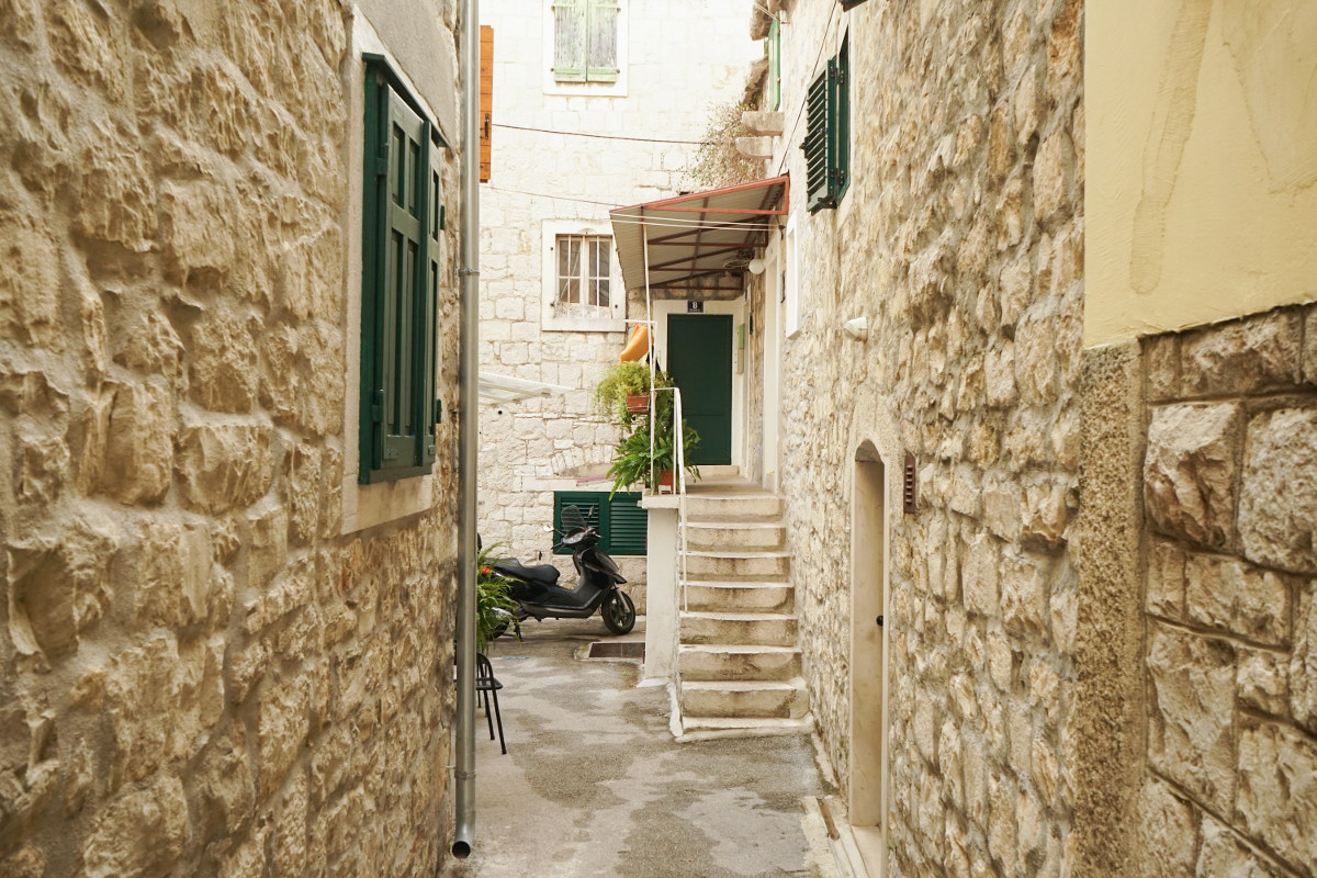 Steinhäuser, Treppe, Eingangstüre - Split Sehenswürdigkeiten