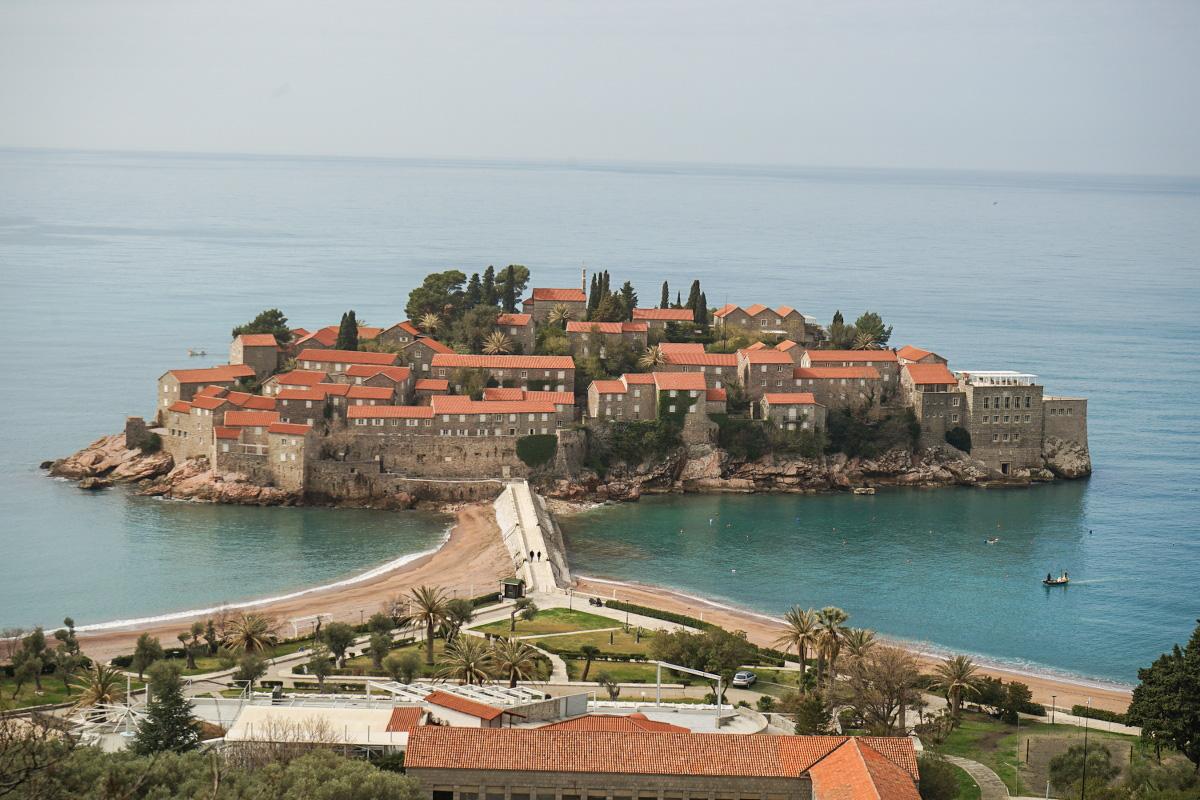 Sveti Stefan, Montenegro: Kleiner Ort auf Insel