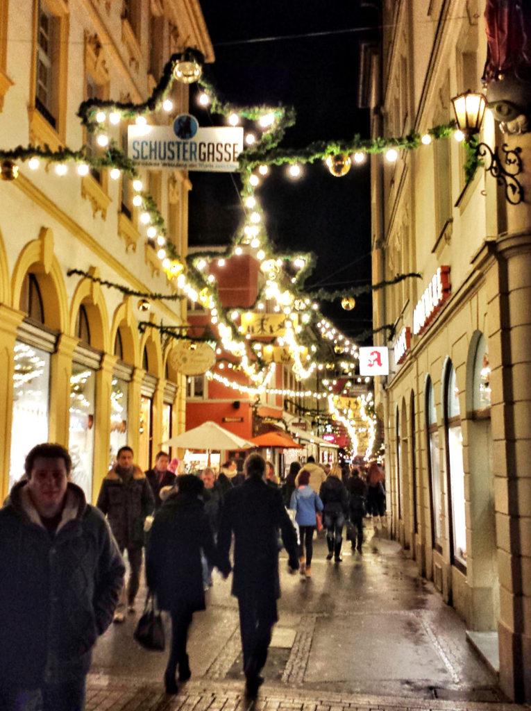 beleuchtete Fussgängerzone - Weihnachten in Hamburg