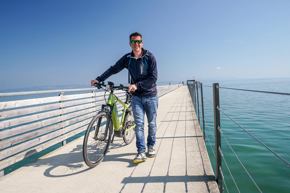 Mit dem Fahrrad auf das Schiff - Altnau am Bodensee