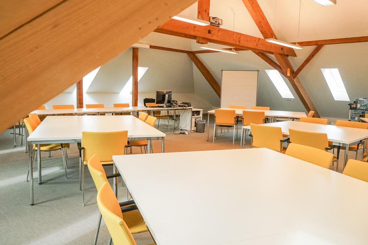 Seminar- und Tagungsraum: Bilder Dachzimmer