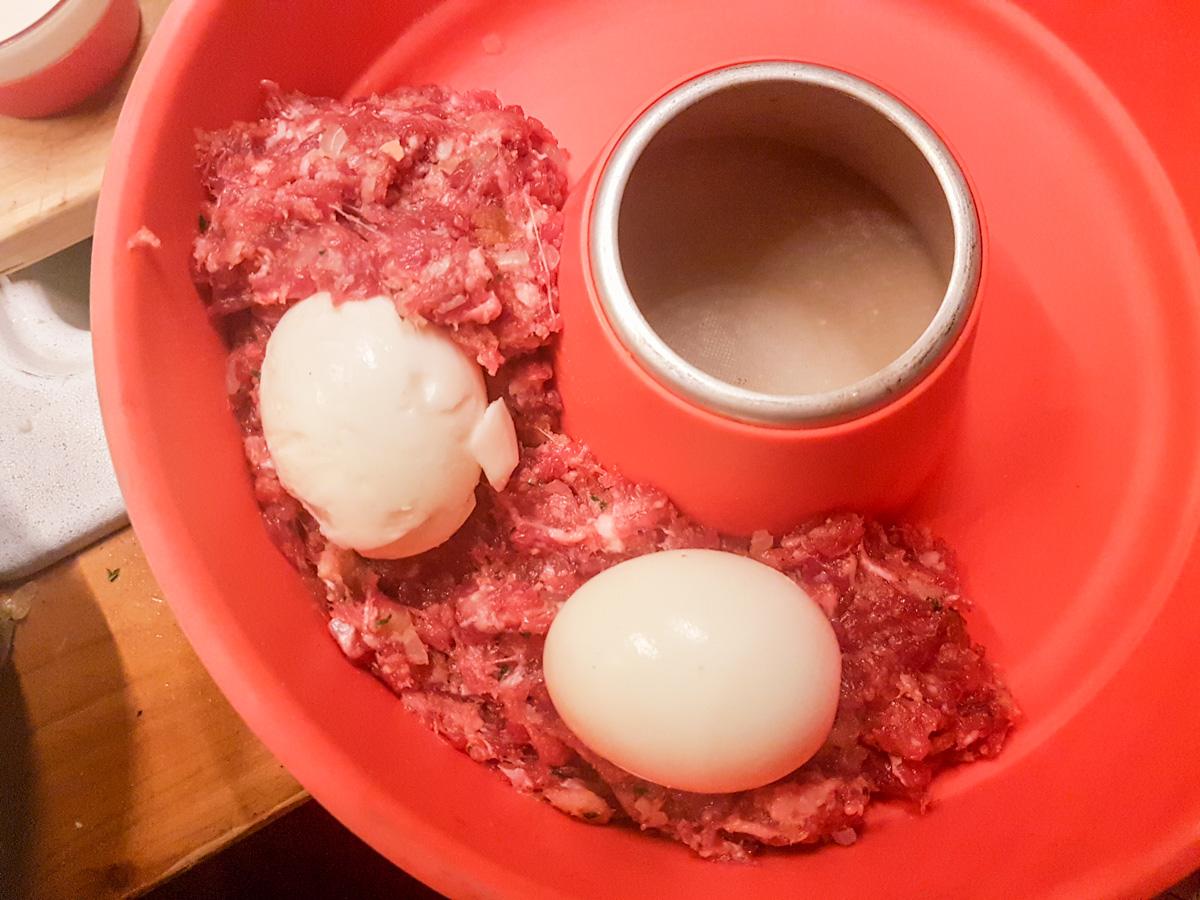 Hackbraten mit Ei für den Omnia