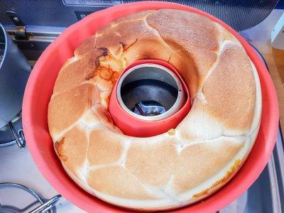 Omnia Rezept: Brot backen mit brauner Kruste oben