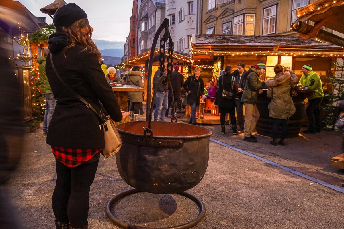 Weihnachtsmarkt in Innsbruck: Hans Brenner Platz
