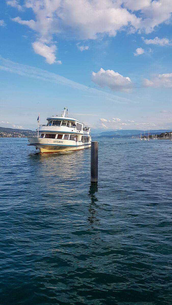 Schiff auf dem Zürichsee