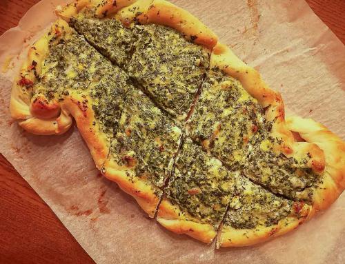 Türkische Pide mit Käse und Spinat – Rezept
