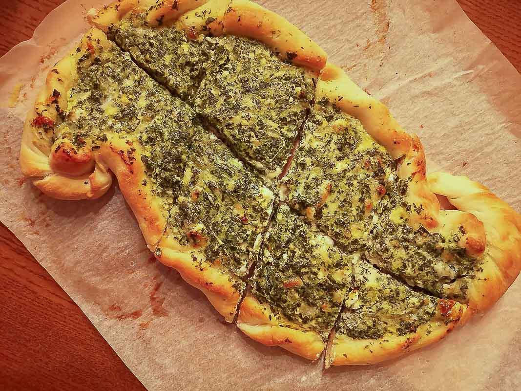 Kochen-Tuerkisches-Pide-Spinat-Kaese