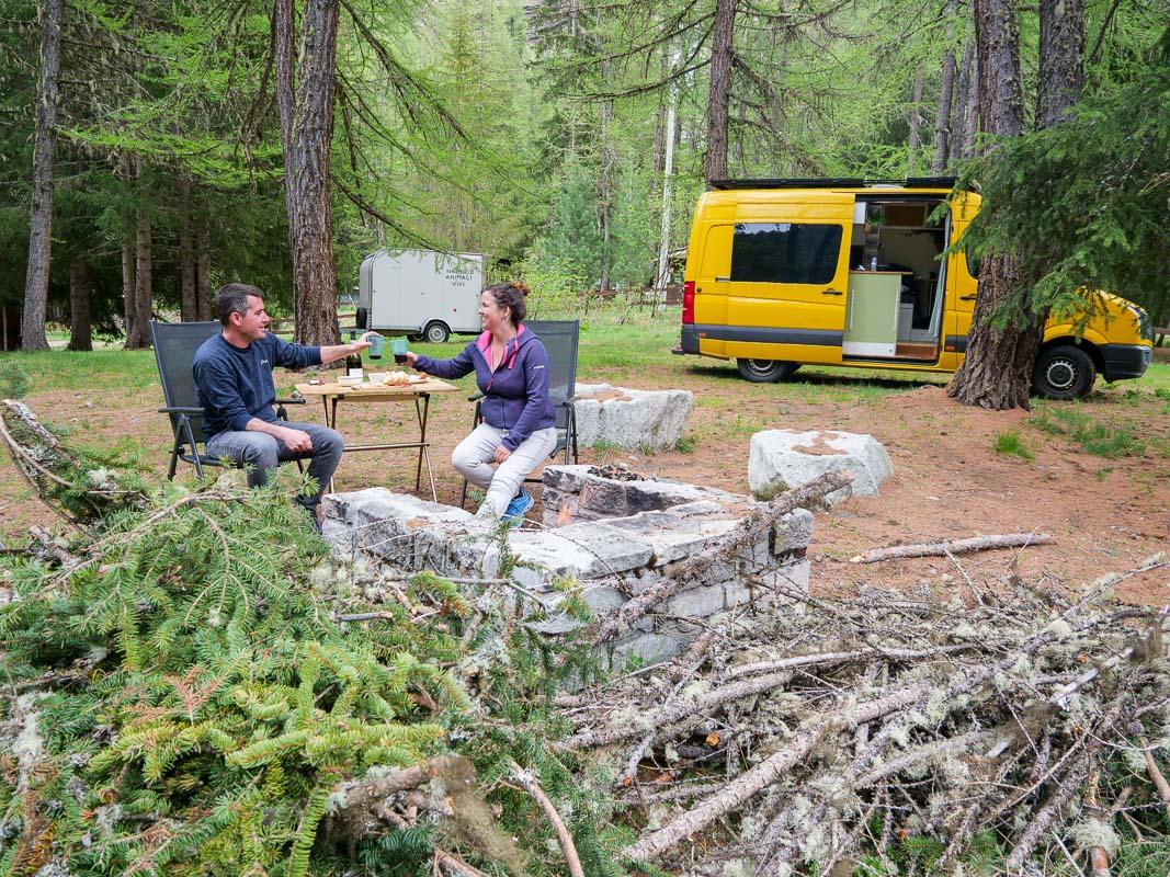 Feuer und Grillen auf dem Campingplatz Italiens